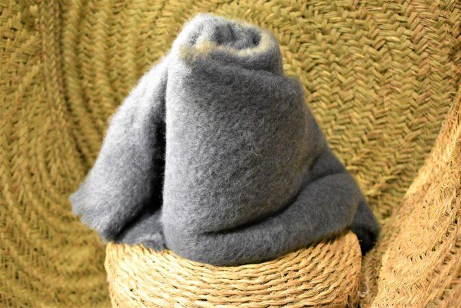 Manta mohair gris verdoso