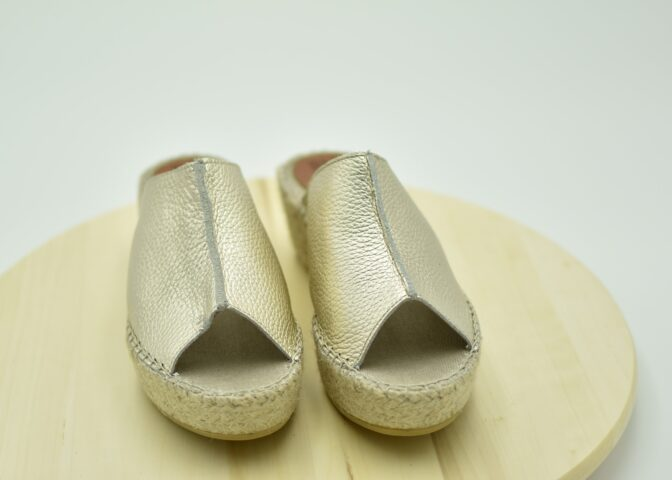 Zueco de esparto Zueco de esparto fabricado en piel Color Dorado fabricado en piel